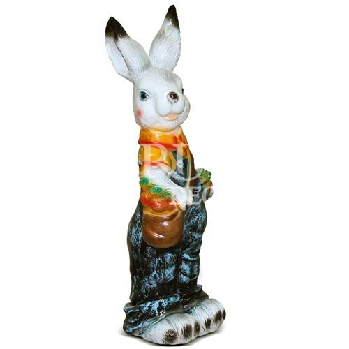 Садовая скульптура Зайка с сумкой и морковкой