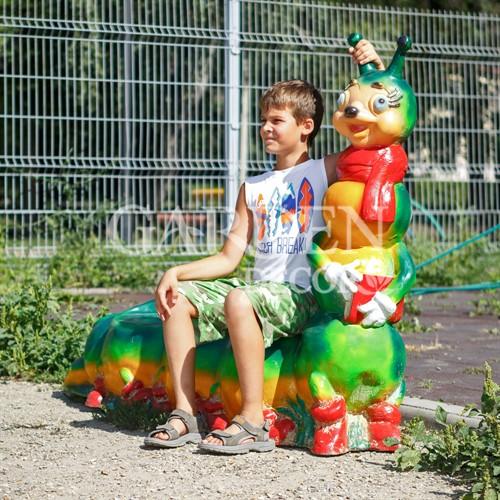 Детская скамейка гусеница