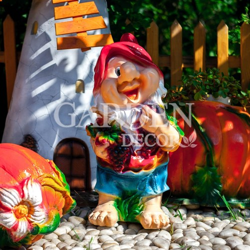 Садовая фигурка гном с виноградом