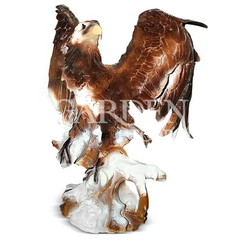 Орел на пне