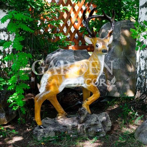 Садовая фигурка оленя